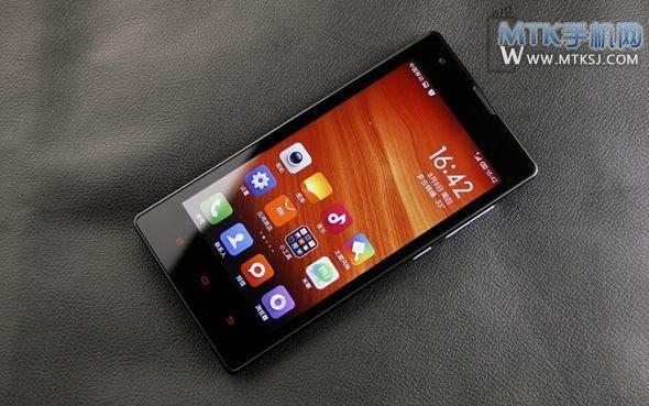 近期手机业内最热门的话题除了联发科技的真八核MT6592之外,小米推出红米手机亦是焦点之一,当然不乏质疑、期待等各种声音,不过此次多位知名业内人士的看法出奇一致,售价仅799元的红米手机的问世,将会掀起新一轮的千元以下四核智能手机大战。  红米手机由腾讯QQ空间率先首发,数量为10万台,根据官方统计的数据显示,截止至8月11日,已经有超过745万名网友在小米官方QQ空间预定了红米手机,或许小米选择在QQ空间首发红米手机也正是看中了其的庞大人气。除了QQ空间之外,部份中国移动网上营业厅和电商亦开始接受红米手