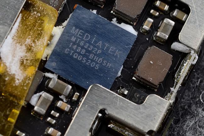 连续推出了一系列千元以及千元以下电商产品之后,大神手机将目光投向了更高端市场,于是有了1月初发布面世的大神X7。 无论从硬件配置,亦为工业设计,大神X7均属于大神众产品里当之无愧的旗舰级手机。大神X7整机采用一体成型航空铝合金中边框,辅以双面康宁大猩猩玻璃,工艺复杂超过以往任何一款大神产品,厚度纤薄至6.